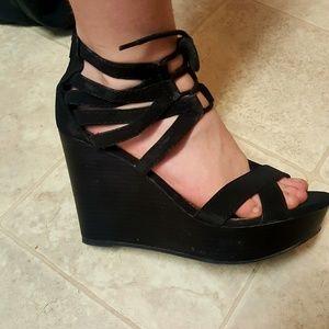 Ladies blk wedge zipper heels size 7.5